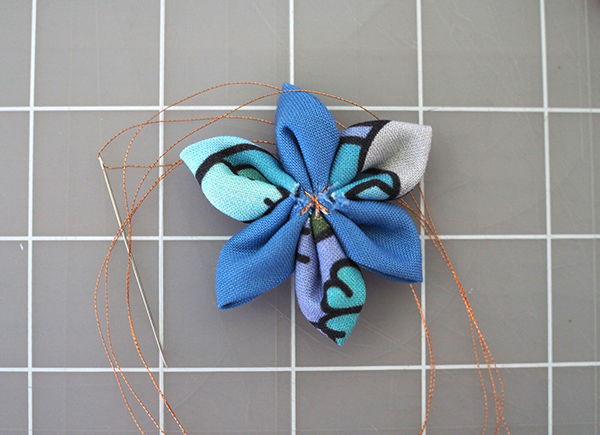 How to make a fabric flower: The Flat Flower.