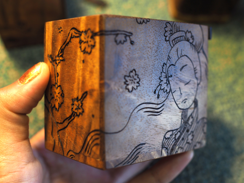 Hanafuda box side view
